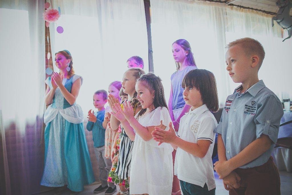 Бебиситтер и аниматор для детей на свадьбу
