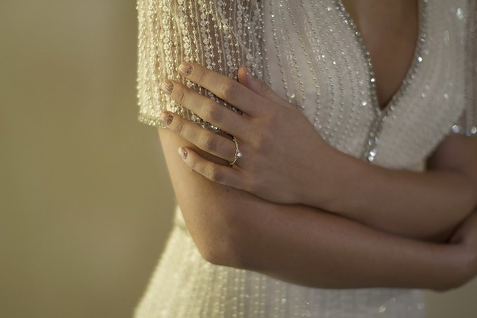 Зона декольте на весільній сукні