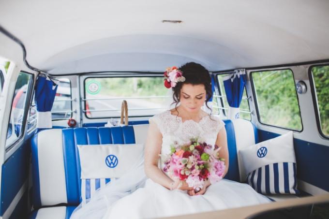 Как садиться и выходить из свадебного авто невесте