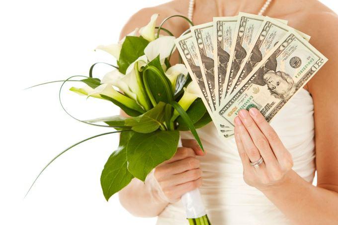 Денежные конкурсы на свадьбе: 5 причин отказаться