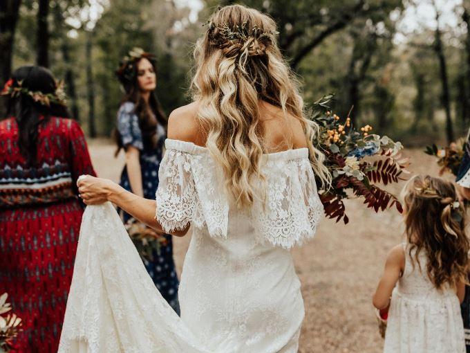 Лучшие прически для осенней свадьбы