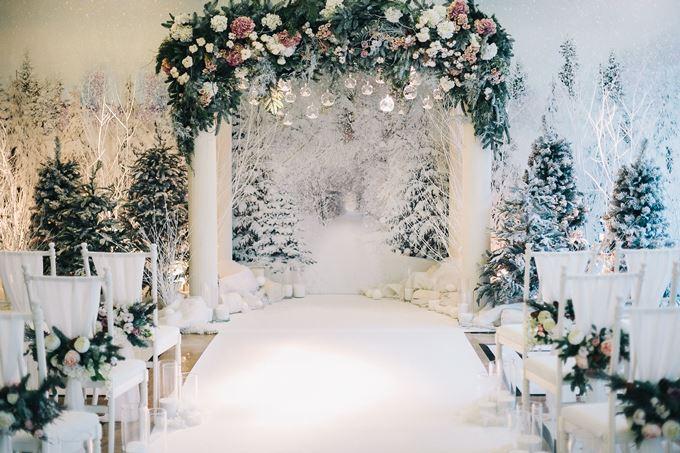 Зимняя свадебная арка