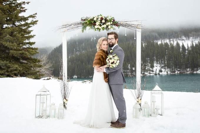 ТОП 5 зимних свадебных арок