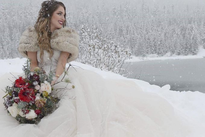 Прическа для зимней свадьбы