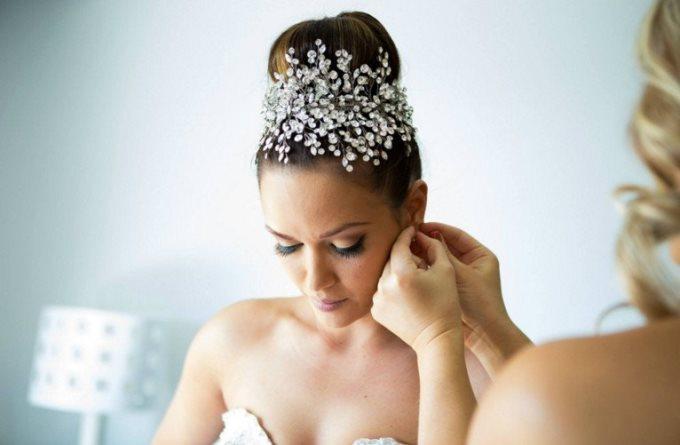 Яку зачіску вибрати для зимового весілля