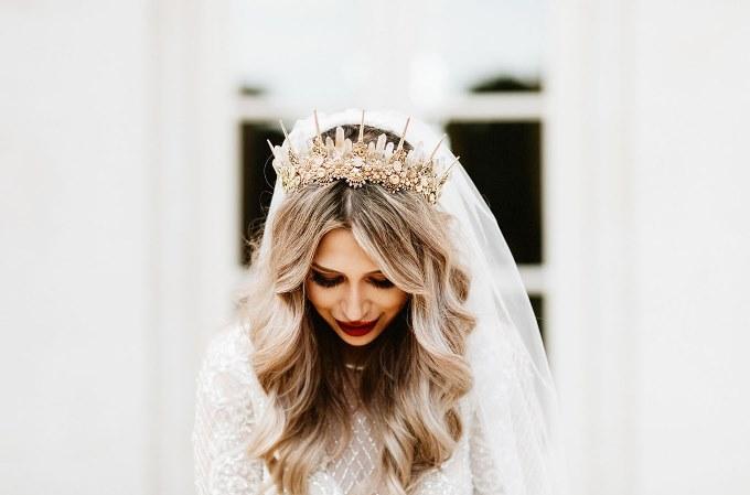 Як нареченій поєднувати прикраси у зачісці з іншими аксесуарами