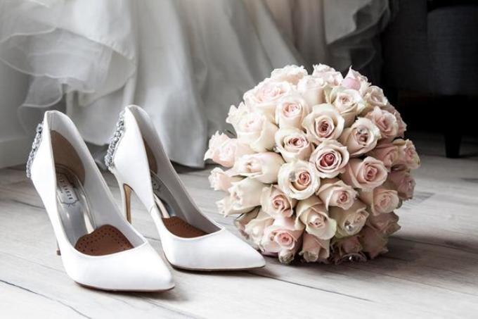 Туфли невесты: в чем принято выходить замуж