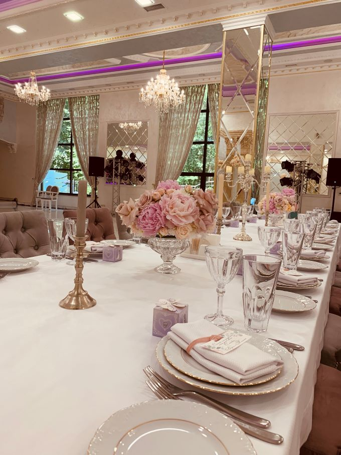 """романтичне свято весни - 8 березня у ресторані """"TINATIN""""!"""