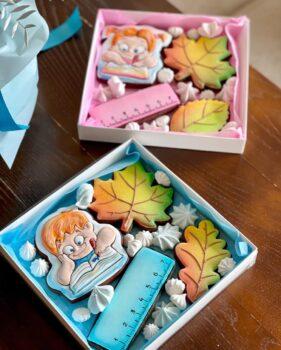 Солодкі набори з пряниками-листівками для школярів та вчителів від Ресторану Щастя